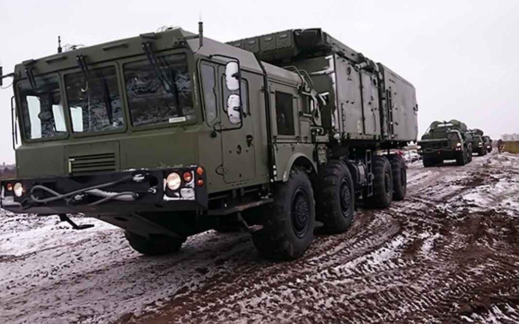 Боевые расчёты дивизиона зенитных ракетных систем С-400