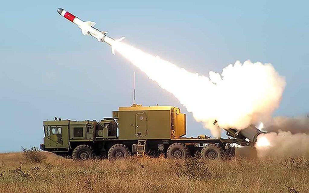 """Пуск ракеты Х-35 береговым ракетным комплексом """"Бал"""""""